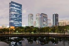 Osaka biznesowego parka budynki przy nocą obrazy stock