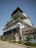 Osaka Castle avec le ciel bleu Photo stock