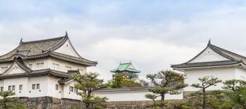Osaka Castle Behind Walls Royaltyfri Bild