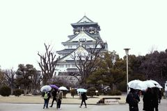 Osaka Castle berömt ställe i Japan Royaltyfri Bild