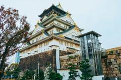 Osaka Castle in de herfstseizoen, één van het beroemdste oriëntatiepunt stock foto's