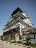 Osaka Castle met blauwe hemel Stock Foto