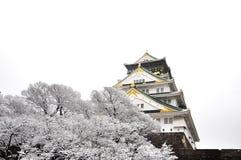 Osaka Castle sob a neve com fundo branco Fotos de Stock Royalty Free
