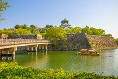 Osaka Castle turnerar fartyget royaltyfri fotografi