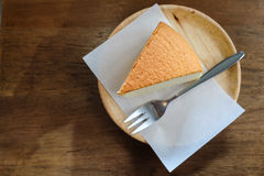 Osaka Cheesecake na tabela de madeira imagem de stock royalty free