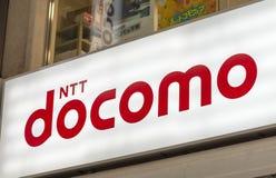 OSAKA - 26 DE MAYO DE 2016: Tienda del teléfono del NTT Docomo Es un tele famoso imágenes de archivo libres de regalías