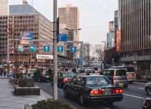 OSAKA, GIAPPONE - FEBBRAIO 1,2014: Osaka City Traffic e Transportatio Fotografia Stock Libera da Diritti