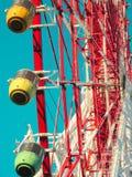 OSAKA, GIAPPONE - 28 marzo 2018 Redhorse Osaka Wheel, EXPOCITY ed il parco di divertimenti Osaka Monorail ha osservato dalla comm Immagini Stock Libere da Diritti