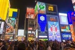 Osaka, Giappone - 29 novembre 2015: Insegna al neon dell'uomo di Glico in Dotonbo fotografia stock libera da diritti