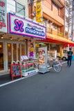 OSAKA, JAPÃO - 18 DE JULHO DE 2017: Área da estrada de Ota O café da empregada doméstica situado no dowtown de osaka, Japana Foto de Stock