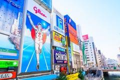 Osaka, Japão - 30 de novembro de 2015: O quadro de avisos de Glico é um ícone de Fotografia de Stock Royalty Free