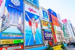 Osaka, Japão - 30 de novembro de 2015: O quadro de avisos de Glico é um ícone de Imagem de Stock