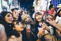 OSAKA, JAPÃO - 31 DE OUTUBRO DE 2015: Rua da compra de Dotonbori em Osa Imagem de Stock