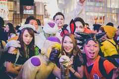 OSAKA, JAPÃO - 31 DE OUTUBRO DE 2015: Rua da compra de Dotonbori em Osa Imagens de Stock