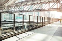 OSAKA, JAPÃO, O 27 DE MARÇO: Osaka Station é um statio railway principal fotos de stock royalty free