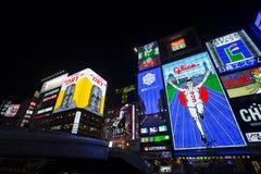 OSAKA, JAPÓN - 16 de mayo la cartelera de la luz del hombre de Glico y otras exhibiciones ligeras el 16 de mayo de 2014 en Donton Imagen de archivo libre de regalías