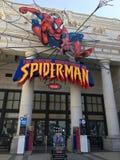 Osaka, Japón - 9 de mayo de 2018: Paseo del hombre araña en el globo universal o fotos de archivo