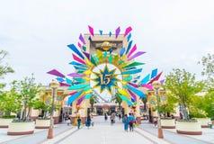 OSAKA, JAPÓN - 21 DE NOVIEMBRE DE 2016: Entrada principal con 15 años de Anniver Imágenes de archivo libres de regalías
