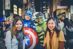OSAKA, JAPÓN - 31 DE OCTUBRE DE 2015: Calle de las compras de Dotonbori en Osa Fotos de archivo libres de regalías