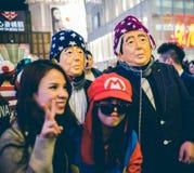 OSAKA, JAPÓN - 31 DE OCTUBRE DE 2015: Calle de las compras de Dotonbori en Osa Fotos de archivo