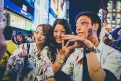 OSAKA, JAPÓN - 31 DE OCTUBRE DE 2015: Calle de las compras de Dotonbori en Osa Imagen de archivo libre de regalías