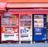 OSAKA, JAPÓN - 24 de octubre de 2017: La máquina expendedora en Shinsaibashi es Fotografía de archivo libre de regalías