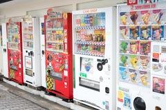 OSAKA, JAPÓN - 24 de octubre de 2017: La máquina expendedora en Shinsaibashi es Fotos de archivo libres de regalías
