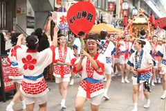 Osaka, Japón - festival de Tenjin Matsuri foto de archivo
