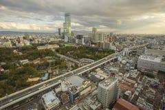 Osaka Japón - november6,2018: opinión del panorama del horizonte de la ciudad de Osaka de Shinsekai, torre de Tsutenkaku fotografía de archivo