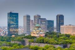 Osaka, Japan cityscape och slott royaltyfri fotografi