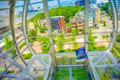 OSAKA JAPAN - JULI 18, 2017: Övre ramförtroende för slut av Tempozan Ferris Wheel i Osaka, Japan Det lokaliseras i Tempozan Fotografering för Bildbyråer