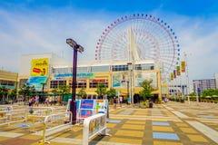 OSAKA JAPAN - JULI 18, 2017: Övre ramförtroende för slut av Tempozan Ferris Wheel i Osaka, Japan Det lokaliseras i Tempozan Royaltyfria Foton