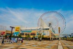 OSAKA JAPAN - JULI 18, 2017: Övre ramförtroende för slut av Tempozan Ferris Wheel i Osaka, Japan Det lokaliseras i Tempozan Arkivfoto