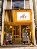 OSAKA JAPAN - JULI 02, 2017: Coffe shoppar i dowtown av staden av Osaka Royaltyfri Foto