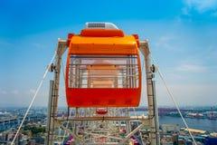 OSAKA JAPAN - JULI 18, 2017: Stäng sig upp av Tempozan Ferris Wheel i Osaka, Japan Hjulet har en höjd av 112 5 metrar Royaltyfri Foto