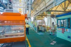 OSAKA JAPAN - JULI 18, 2017: Stäng sig upp av Tempozan Ferris Wheel i Osaka, Japan Hjulet har en höjd av 112 5 metrar Arkivfoto
