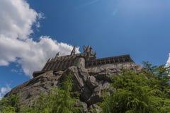 OSAKA JAPAN - Juni 2, 2016 Foto av den Hogwarts slotten i USJ arkivbilder