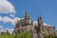 OSAKA JAPAN - Juni 2, 2016 Foto av den Hogwarts slotten i USJ royaltyfri foto