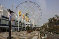 OSAKA, JAPAN - MAART 29, 2019: Tempozan Ferris Wheel in Tempozan-Havendorp dat wordt gesitueerd royalty-vrije stock foto's