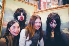 OSAKA,JAPAN - OCTOBER 31 2015 : Dotonbori shopping street in Osa Stock Photos