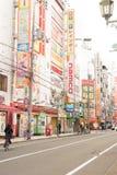 OSAKA JAPAN - Oktober 25, 2017: Namba som shoppar område Den Namba gatan lokaliseras bredvid berömd underhållning Royaltyfria Foton