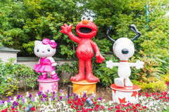 OSAKA, JAPON - 21 NOVEMBRE 2016 : Elmo, Kitty et Snoopy dans Halloween Photographie stock