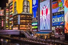 OSAKA, JAPON - novembre, 19, 2014 : Enseigne au néon d'homme de Glico dans D photographie stock libre de droits