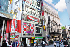 OSAKA, JAPON - 23 OCTOBRE : Les gens visitent la rue célèbre de Dotonbori Image libre de droits