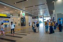 OSAKA JAPONIA, LIPIEC, - 18, 2017: Niezidentyfikowani ludzie przy Kansai lotniskiem międzynarodowym, Osaka Ja jest lotniskiem mię Obraz Royalty Free