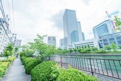 OSAKA JAPONIA, MAJ, - 26, 2016: Miasto linia horyzontu od rzeki osaka Obrazy Stock