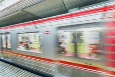 OSAKA JAPONIA, MAJ, - 28: Pociąg przy Osaka stacją na Maju 28, 2016 wewnątrz Zdjęcia Stock