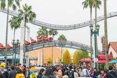 Osaka Japonia, NOV, - 21 2016: Parków tematycznych przyciągania opierający się dalej Fotografia Stock