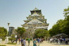 Osaka kasztel ?rodkowy wierza Kasztel jest jeden Japonia ` s najwi?cej s?awnych punkt?w zwrotnych Przegl?da? od Nishinomaru ogr?d obrazy royalty free
