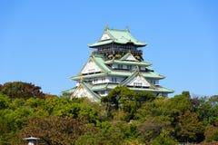 Osaka kasztel z pięknym niebieskim niebem przy Osaka miastem, Japonia Zdjęcia Stock